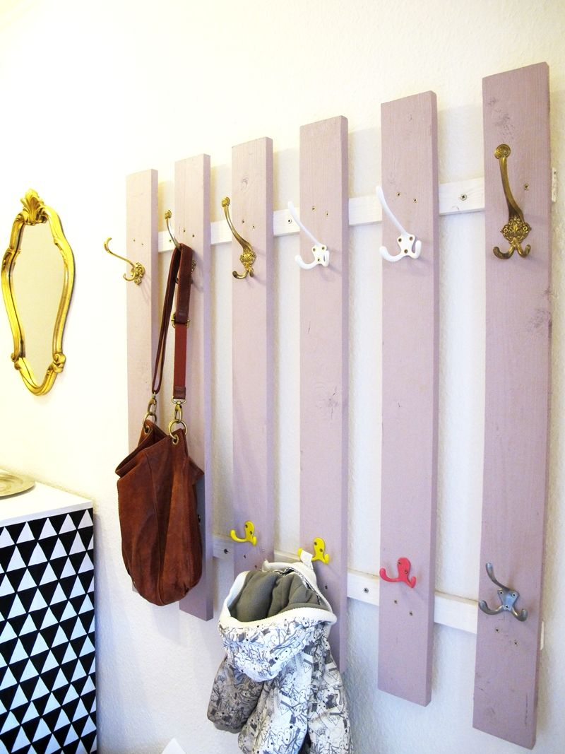 Garderobe diy upcycling recycling dachlatten for Kleine garderobe einrichten
