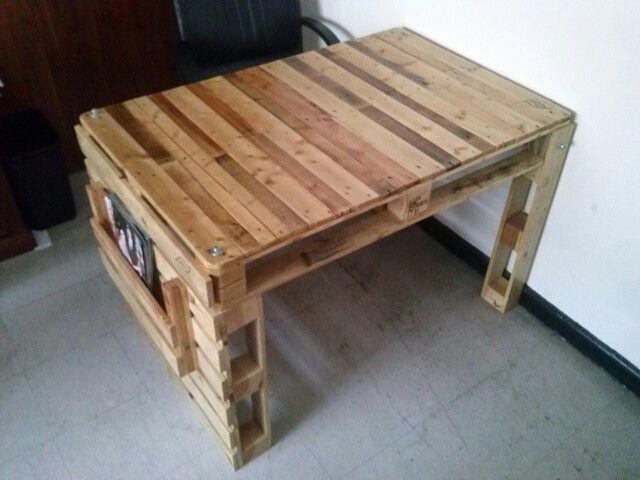 escritorio fabricado con pallets desarmable