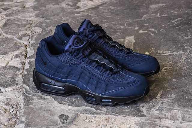 NIKE AIR MAX 95 (BLACK/OBSIDIAN)