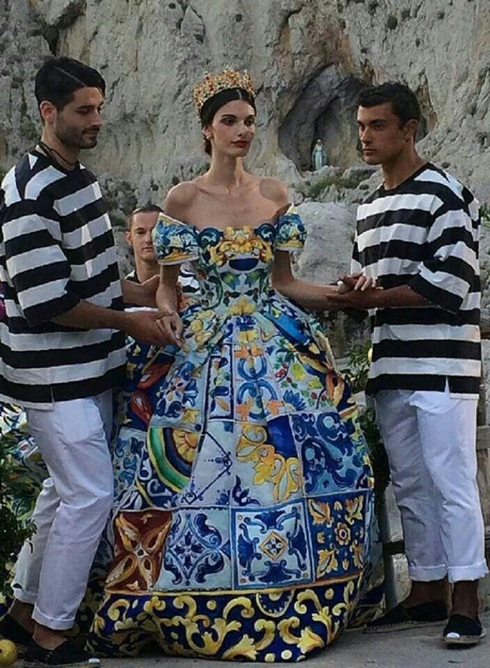c53ac93f5f Dolce & Gabbana Alta Moda Fall Winter 2014 Show | Classic/Mi Piace ...