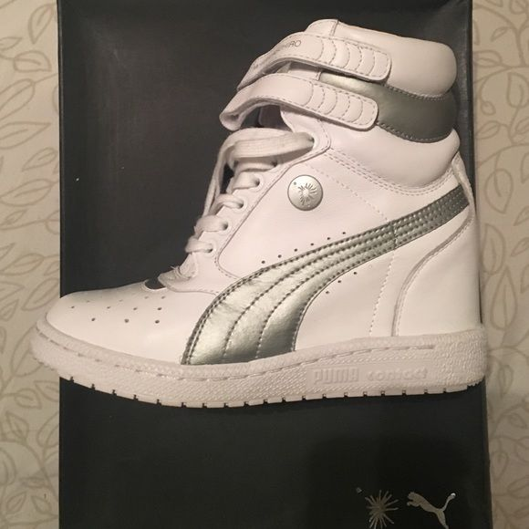 a38abb8934b4d5 Puma wedge sneakers   WHT   size  5.5 Full leather upper with hidden wedge  heel and padded collarLace-up. PUMA by Mihara Yasuhiro. Size  5.5 (fits  like a ...