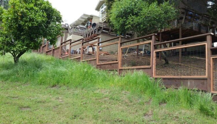 17 Awesome Hog Wire Fence Design Ideas For Your Backyard ... on Uphill Backyard Ideas id=48558