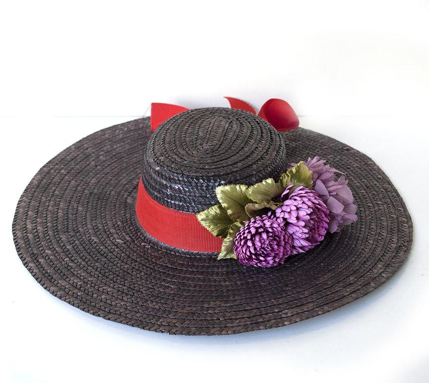 Estilisosimo e ideal canotier de Cantuc para una inivtada a una boda de dia o mañana. Disponible para alquiler.