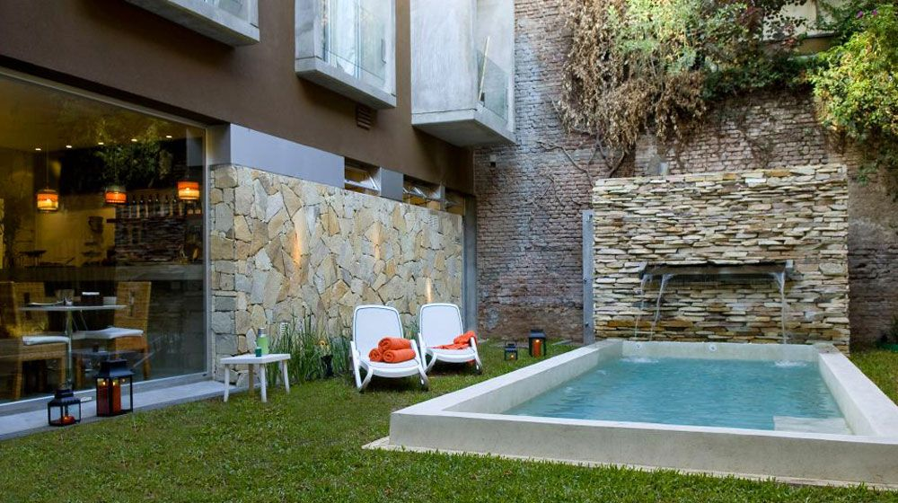 Casa com piscina pequena pesquisa google ideas para el for Piscinas pequenas