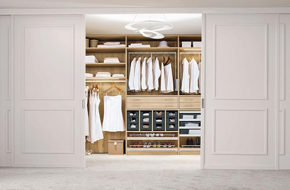 Ordnung im Kleiderschrank: Diese Tipps helfen beim Organisieren ...