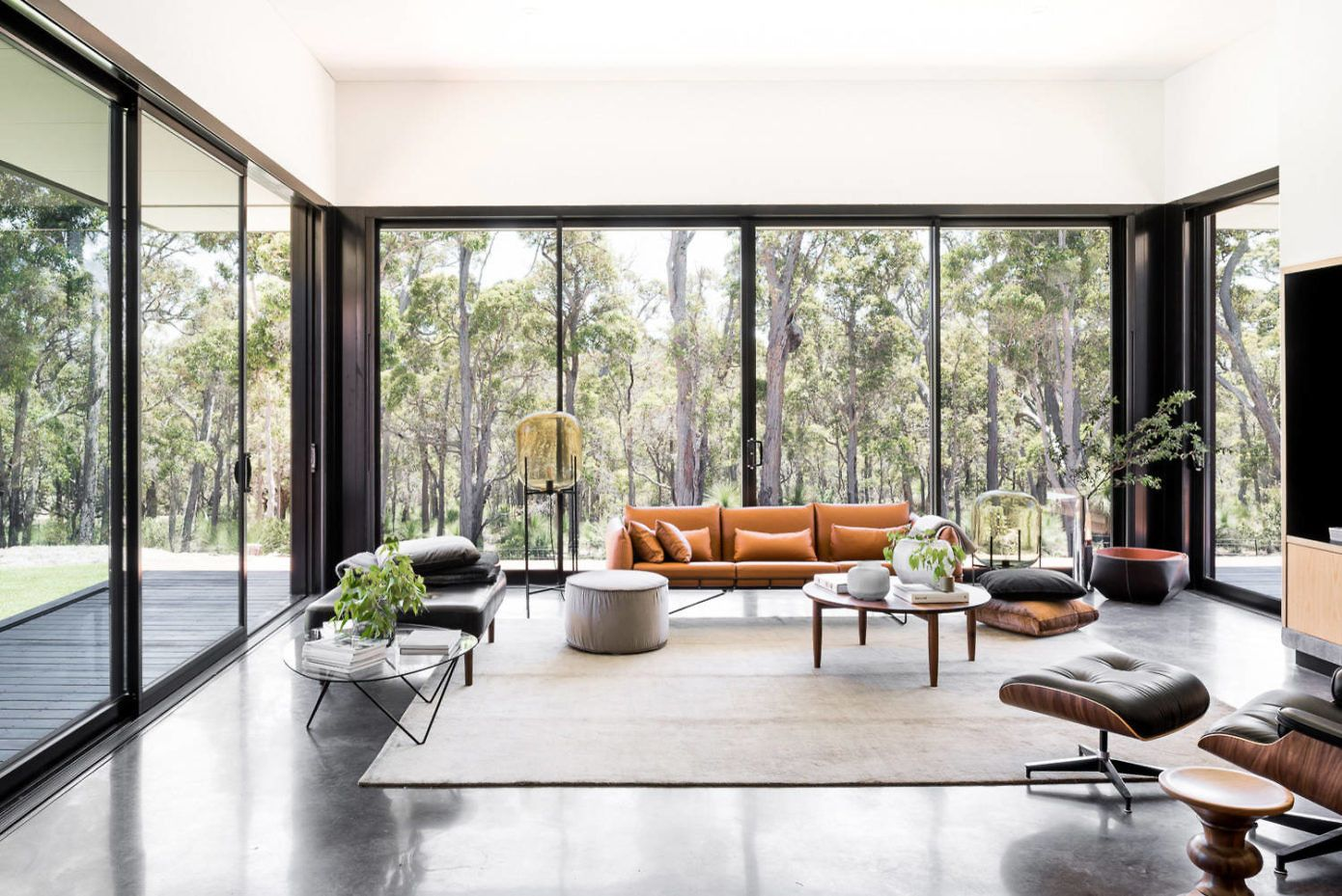 Inspiring Single Family House Located In Western Australia Designed In 2016 By Tcr Design Contemporary Country Home Contemporary Home Decor Contemporary House Living room decor australia