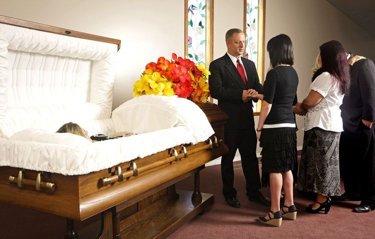 Funeral Visitation Etiquette Should I Go
