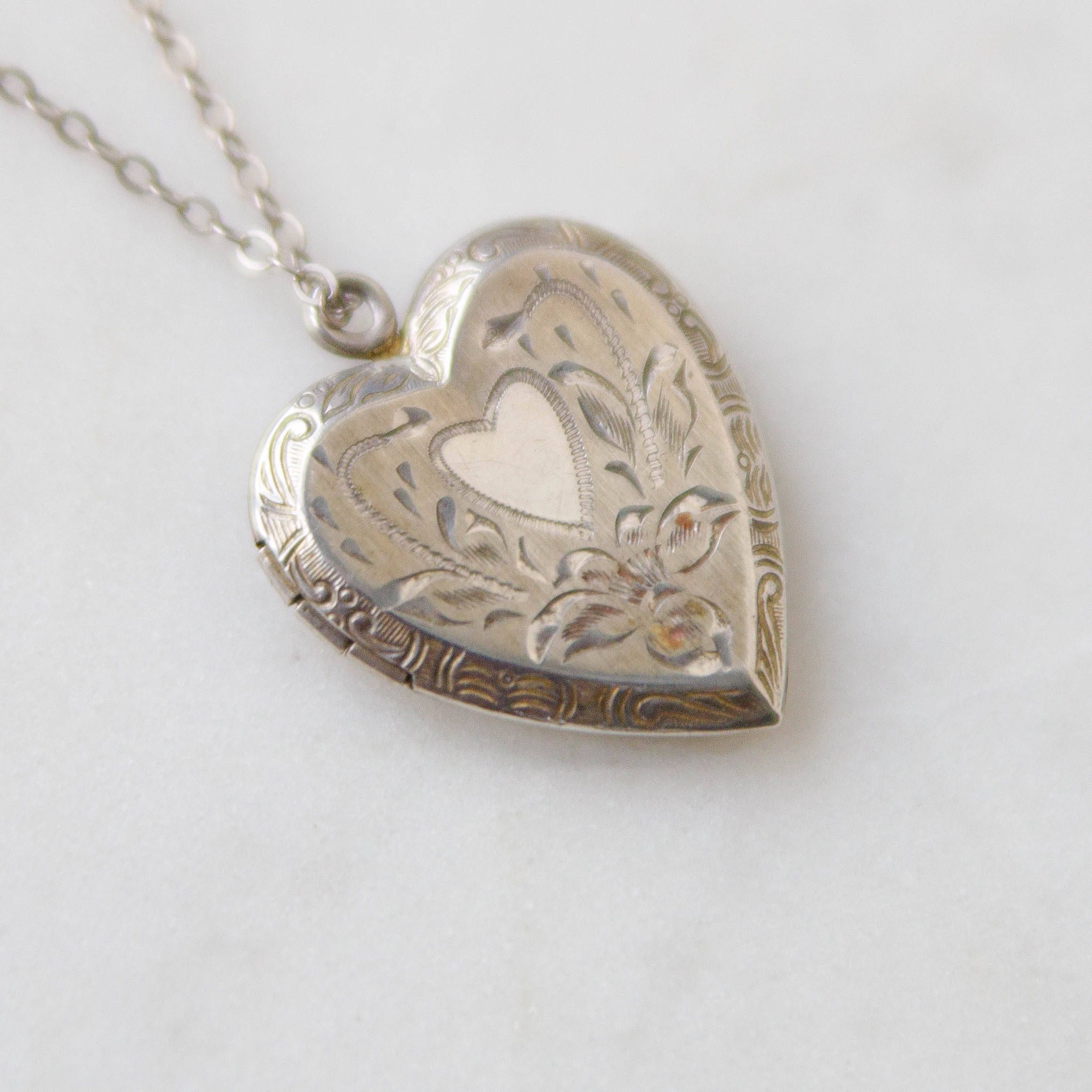 Vintage locket necklace romantic photograph jewelry deco