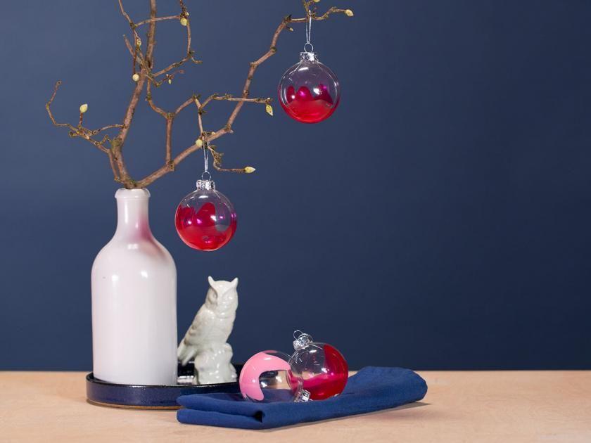 Weihnachtskugeln selbst gestalten mit nagellack basteln zu weihnachten pinterest christmas - Weihnachtskugeln selbst gestalten ...