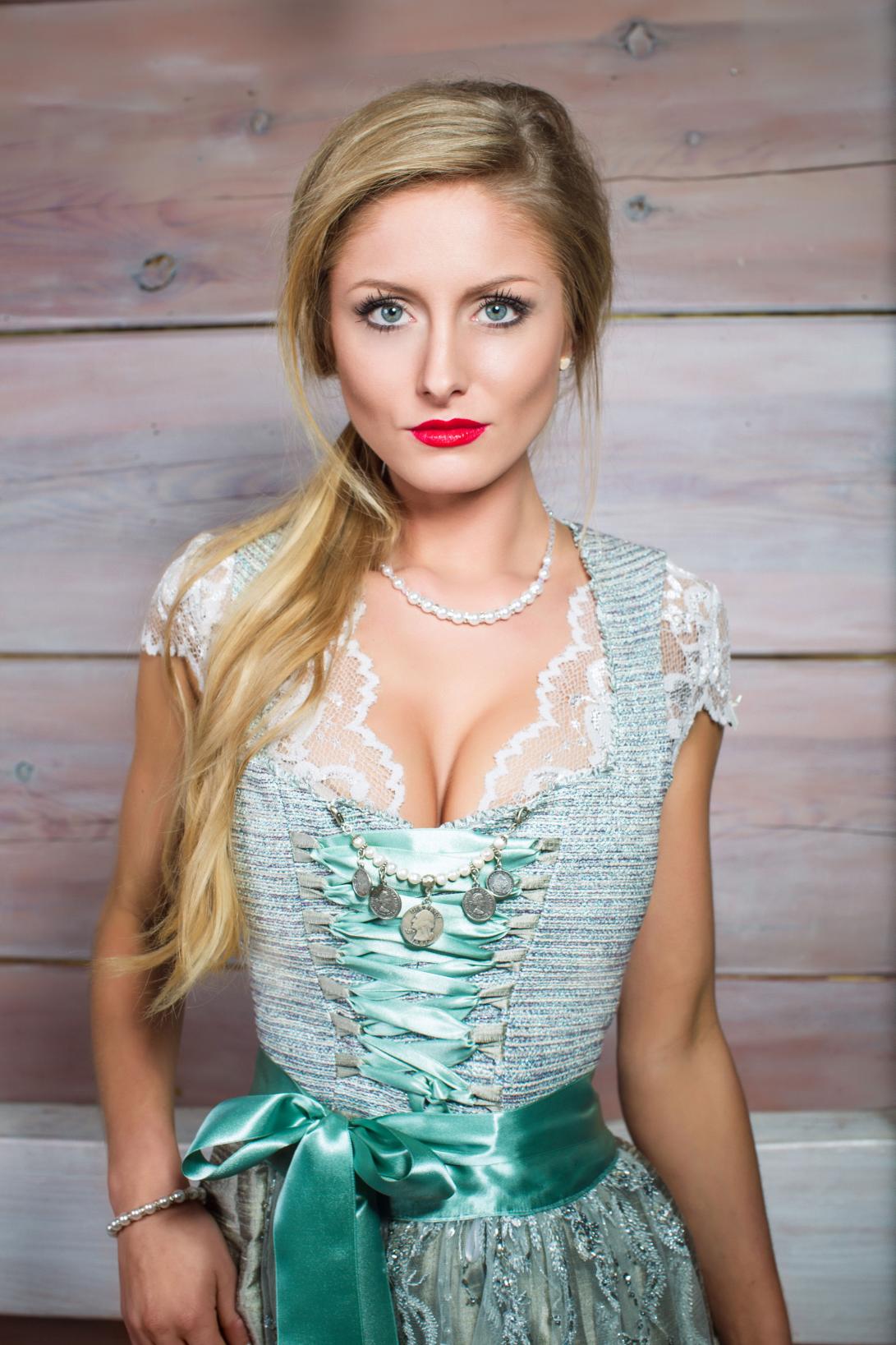 Sexy Blondes Mädel Im Heißen Outfit
