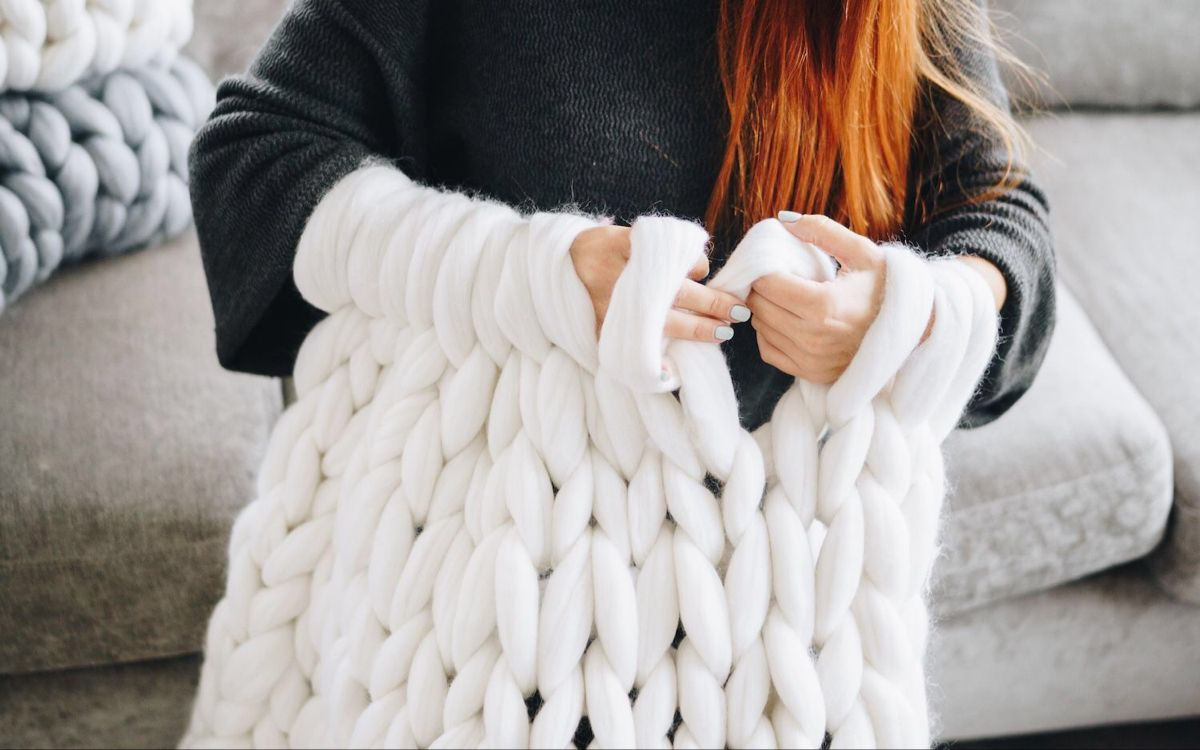 How to make a chunky knit blanket DIY guide for