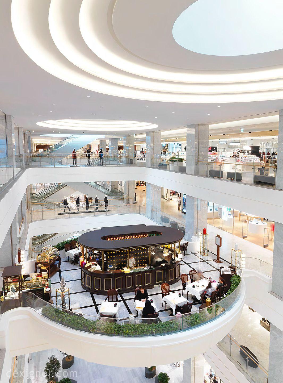 Cine face marketingul mall-urilor? Ei atrag oamenii la cumparaturi