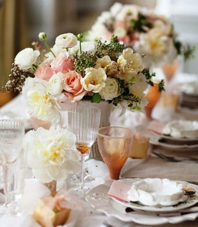 weiße rosa Blumen im Sommer Rosen weiße Tischdecke | Blumenhaus ...