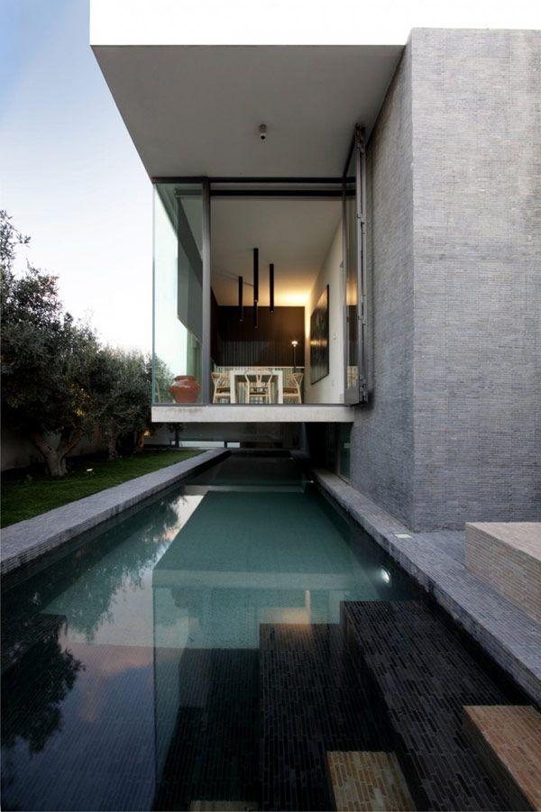 Diseno De Interiores Arquitectura Cubo Escultorico Suspendido Sobre Un Jardin Estrecho En Malta Arquitectura Disenos De Casas Y Arquitectura Casas