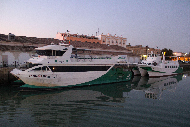 catamaranes en el embarcadero de El Puerto de Santa María