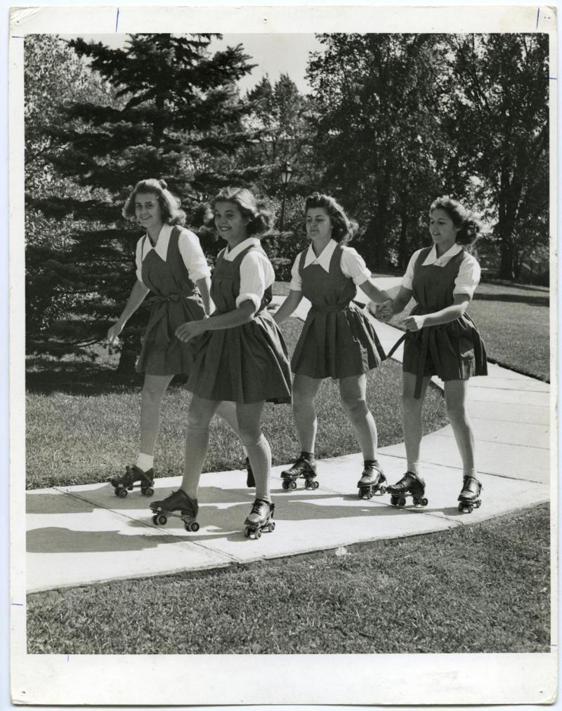 Roller skates vintage - Emma Girls Roller Skatingroller Derbyroller Discoschoolgirlvintage