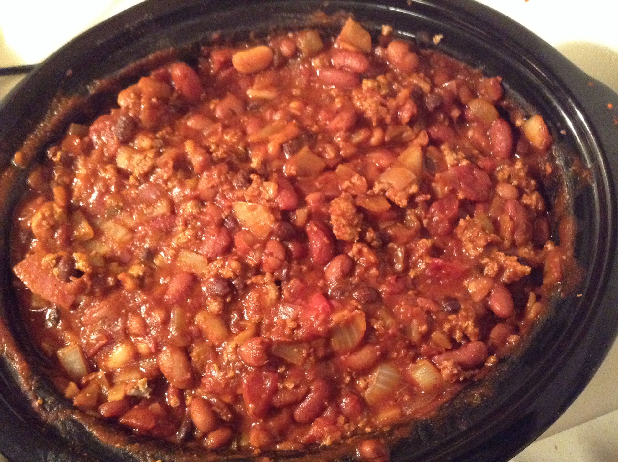 What Ever I Have In The House Chili 2 Cans Chili Hot Beans 1 Can Black Beans Drained And Rinsed 1 Can White Kidney Beans Ground Turkey Chili Food Sweet Onion