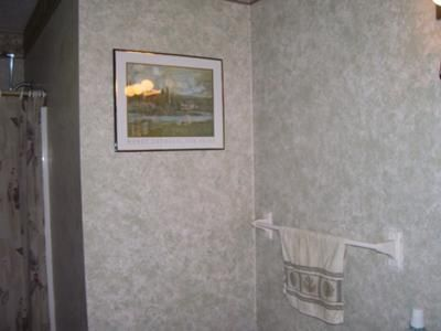 Master bathroom walls decorated with sponge painting when Grey sponge painted walls
