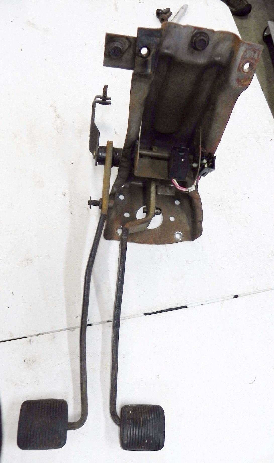Jeep Wrangler YJ OEM Clutch Brake Pedal Assembly 93-95 Free