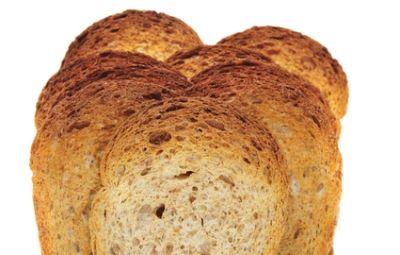 Le fette biscottate sono probabilmente uno dei simboli più famosi della colazione all'italiana. Condite con burro, marmellata o Nutella, sono l'ideale per iniziare la giornata con la giusta carica.
