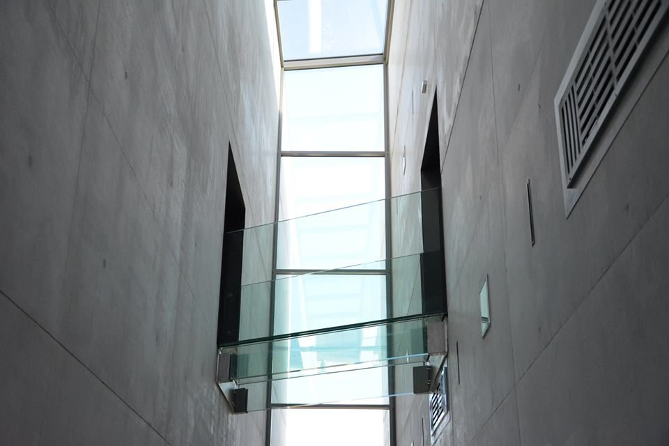 Tendencia 2017: Barandales de balcón y de escaleras confeccionadas en vidrio combinados con otros materiales, como acero inoxidable. Esta moda proyecta espacio, calidez y estilo para cualquier entorno de trabajo o de vida interior o exterior.   Contactanos a: contacto@inglass.com.ar