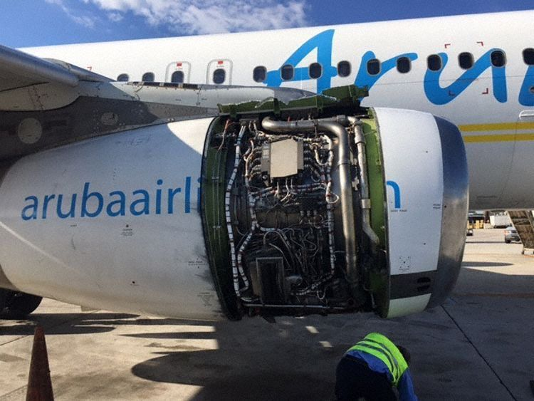 Aruba Airlines Flight AG820 right hand engine cowl