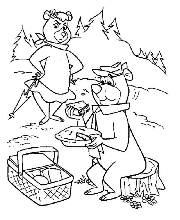 yogi bear eating apple pie while picnic with cindy coloring pages