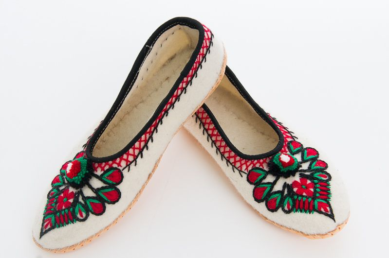 Pantofle Goralskie Sukienne Rekodzielo Kapcie Polish Clothing Polish Traditions Heels