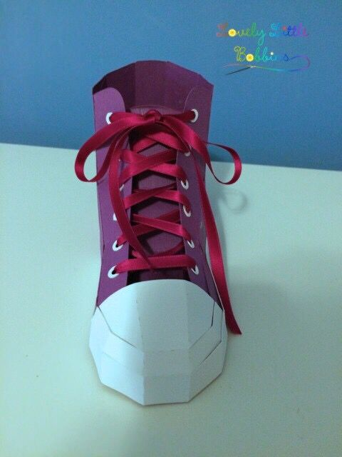 Sneaker Made Out Of Paper Sneaker Aus Papier Making Out Sneakers Paper
