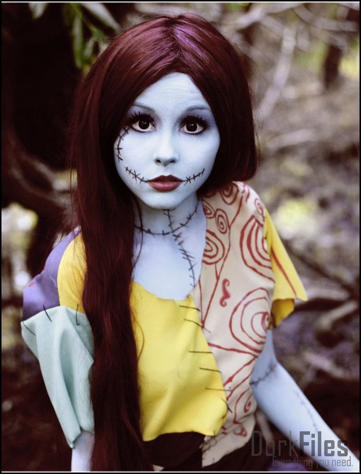 Undead Lady from Corpse Bride Cosplay<<<< isn't this Sally from The Nightmare Before Christmas???