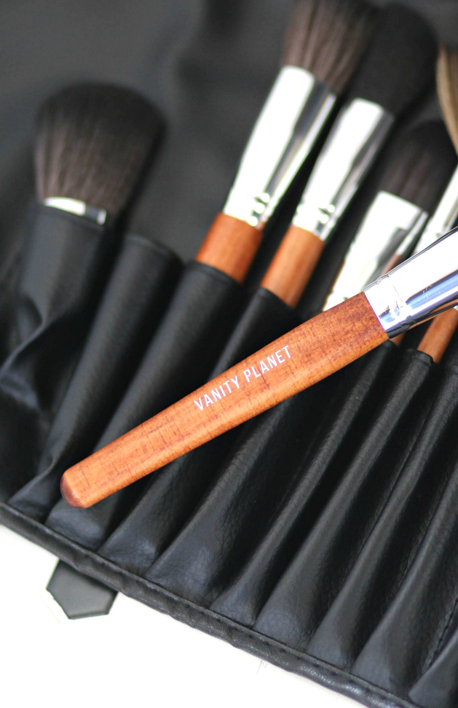 15 Different Vanity Makeup Brushes and Their Uses