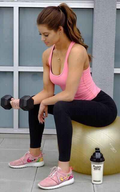 Exercising Hot Pantyhose