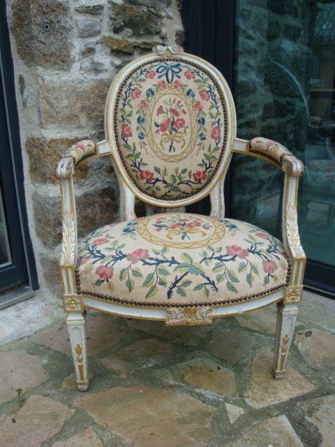 Fauteuil De Nimes D Epoque Louis Xvi Fauteuils Sur Idees De Decor Mobilier De Salon Decoration Meuble