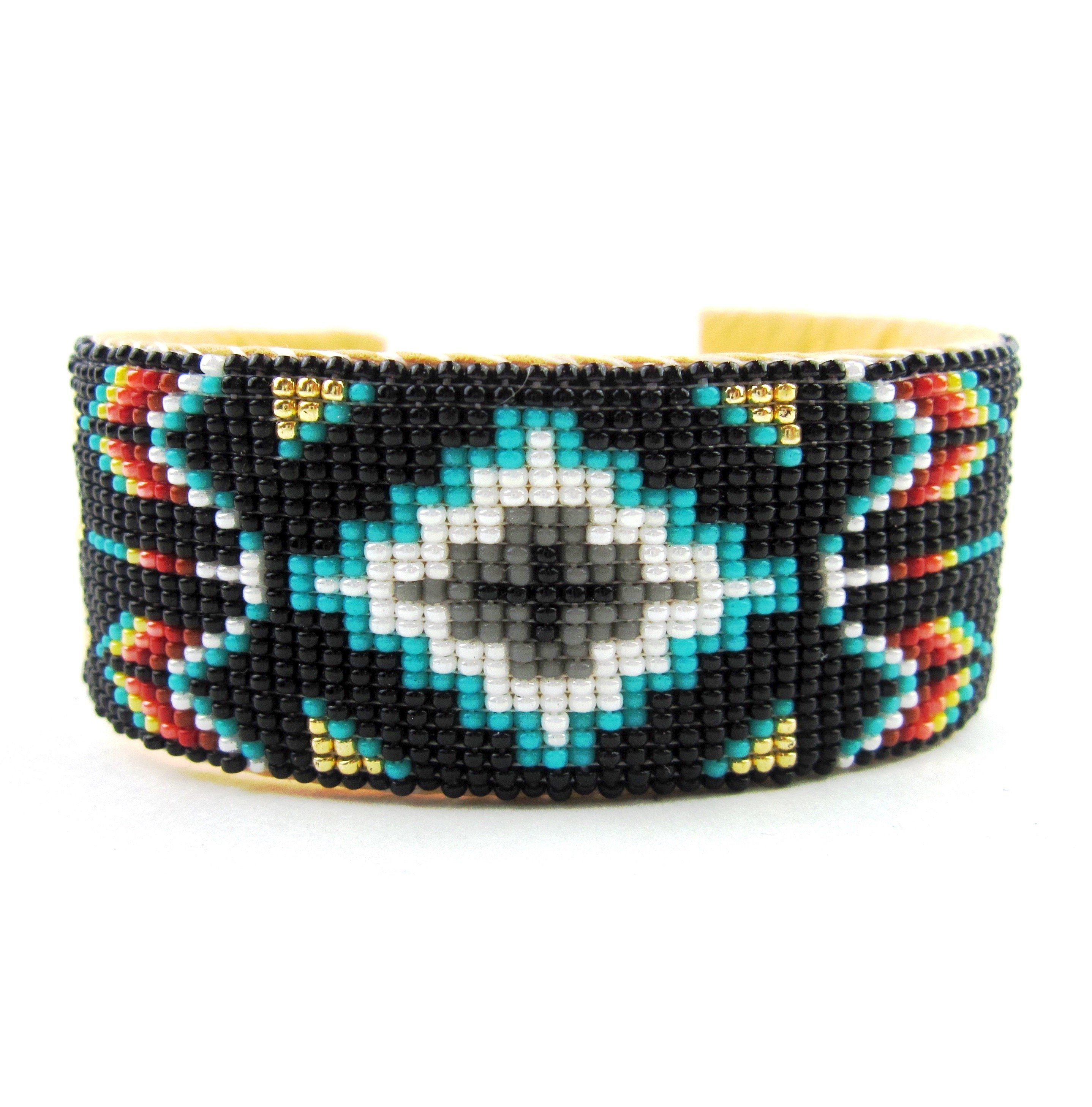navajo bead designs. This Bold Cuff Was Made By Navajo Artist Iris Nathaniel And Features A Central Geometric Design Bead Designs F