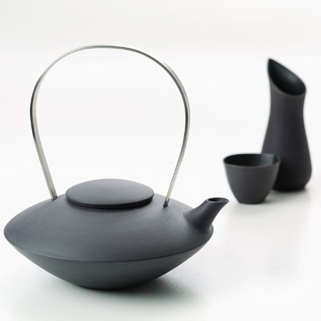 Tea pot, and set of milk jug and sugar bowl are made in frosted, unglazed black china with stainless steel handle. Design: Ditte Fischer. #teapotset