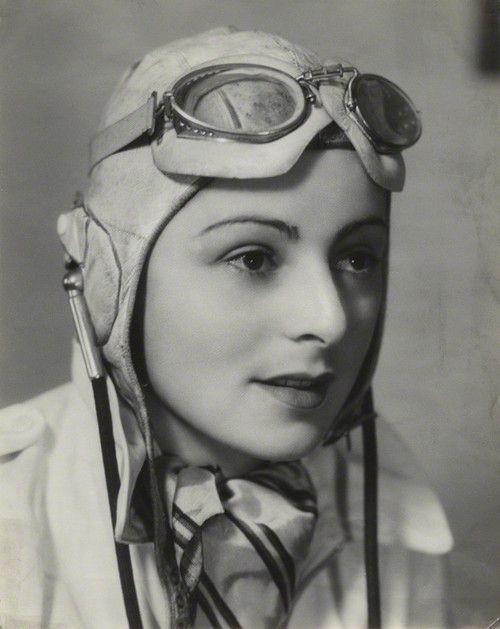 Mona Friedlander, British pilot(Bassano, 1939)