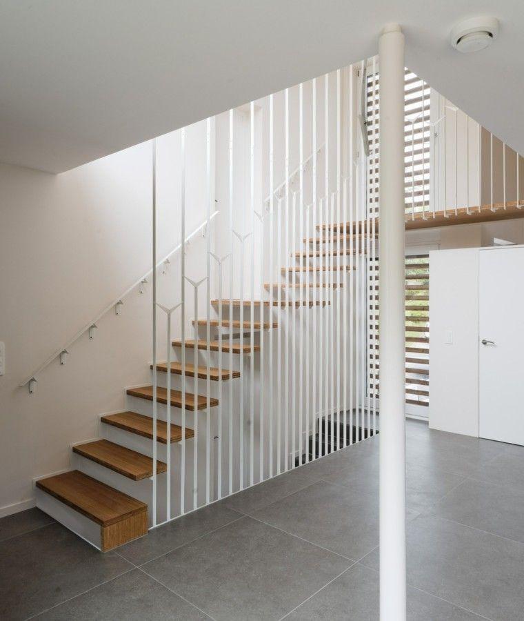 Escaleras colgantes vs escaleras suspendidas escalera for Escaleras suspendidas