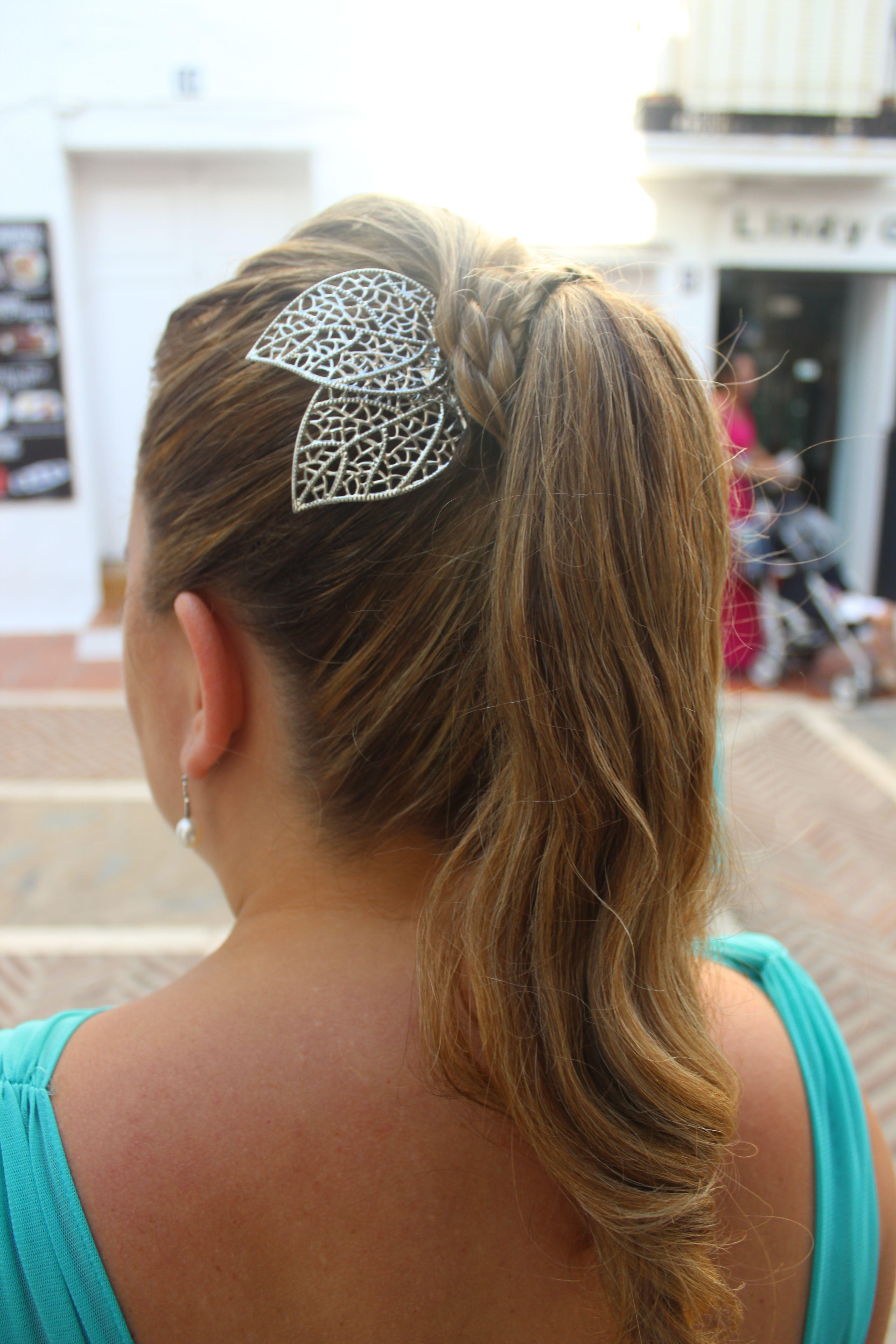 Lluvia de ideas peinados con coleta alta Colección de ideas de color de pelo - Peinado coleta alta y tocado latón invitada boda ...