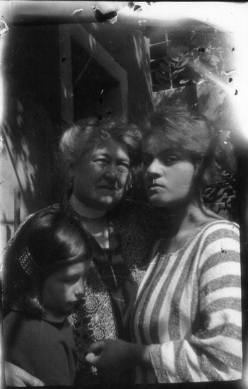 Manon Gropius, Anna Moll, Anna Mahler Mahler and Alma