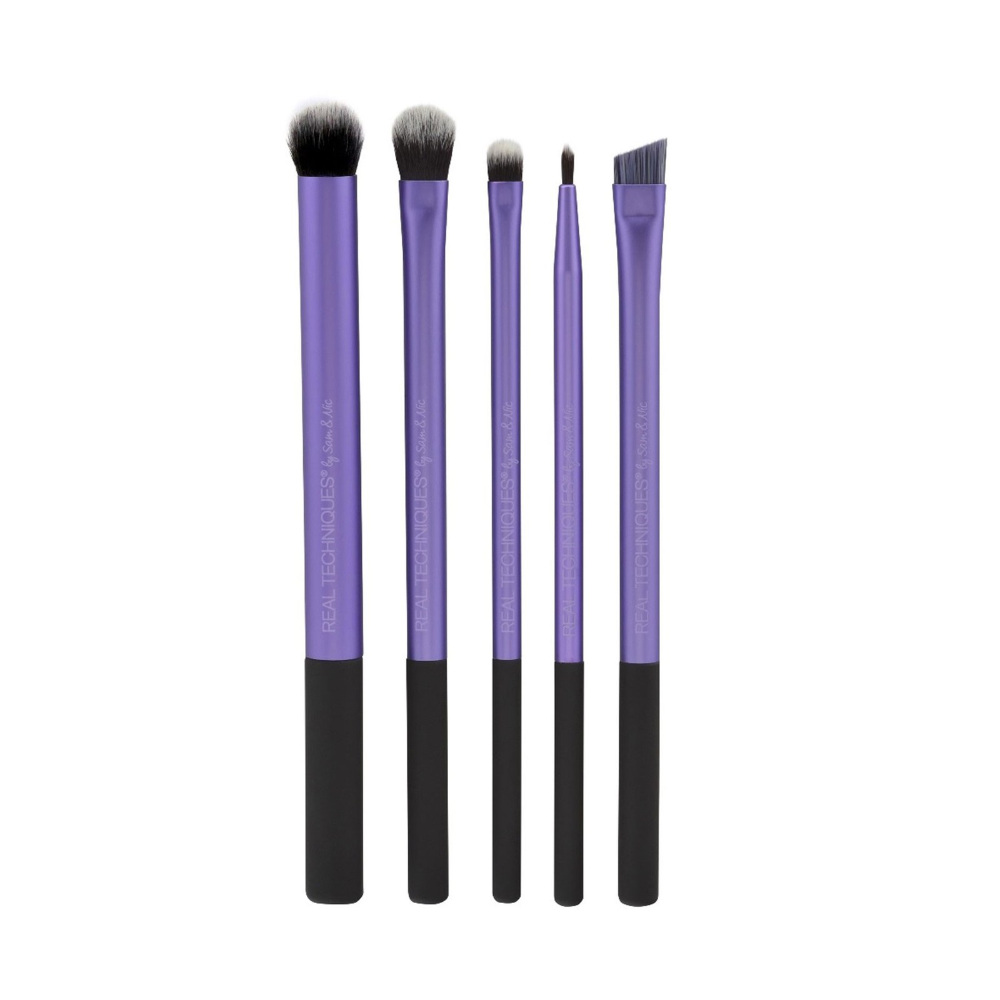 I'm Obsessed With This Multipurpose Eye Shadow Brush — and