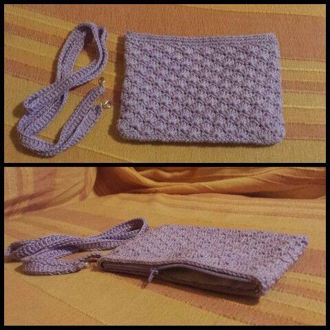 Pochette color glicine punto ventaglio #bag #borsa #pochette #glicine #puntoventaglio #uncinetto #knit #knitted #virka #tracolla #zip #elegante