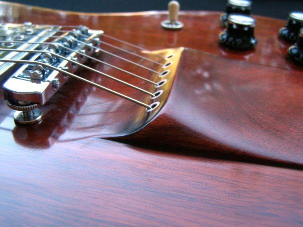Cotton Luthier SG ~ http://cottonluthier.com/post/65610206434/style-sg-avec-micros-3-position-singlehump90/embed