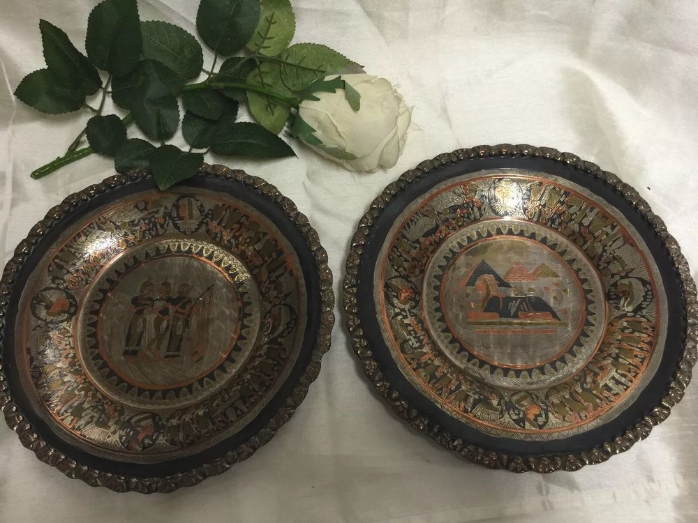 VINTAGE PAIR OF COPPER & BRASS EGYPTIAN WALL PLAQUES / CHARGERS / PLATES