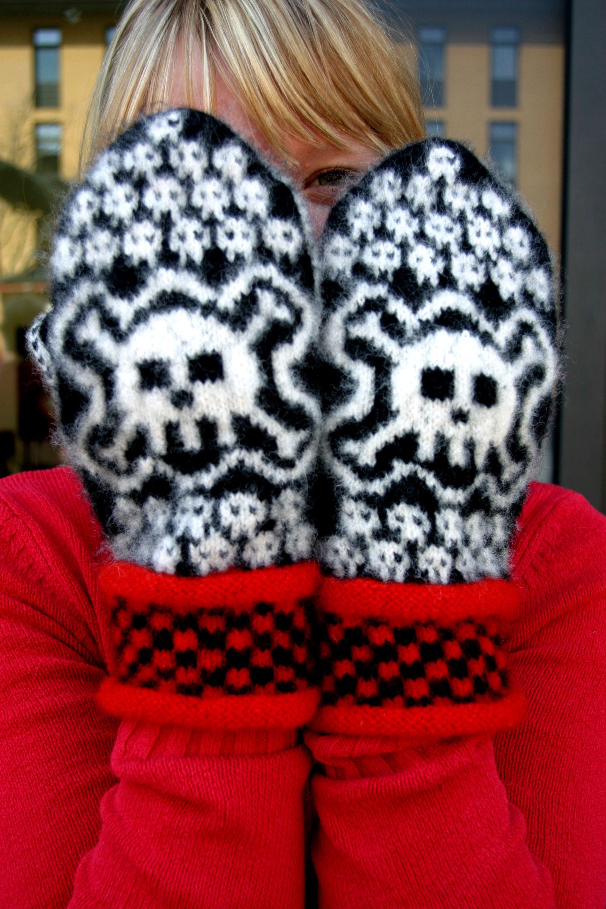 Skull Mittens Men\'s Size pattern by Eva Martinsson | Wolle