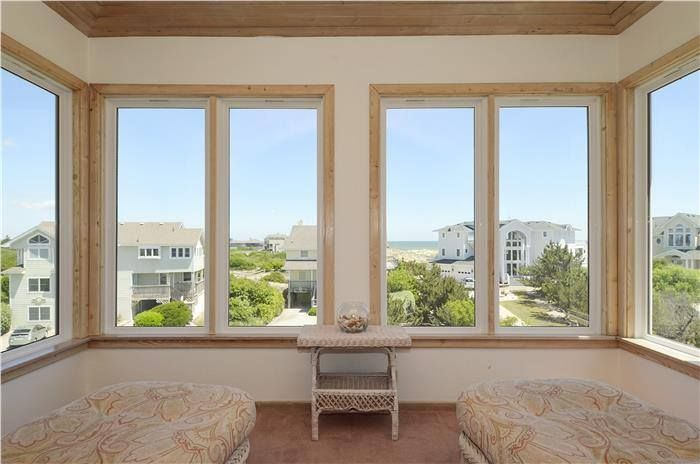 It's easy to kick back and relax at Camelot 125 in Corolla Light!