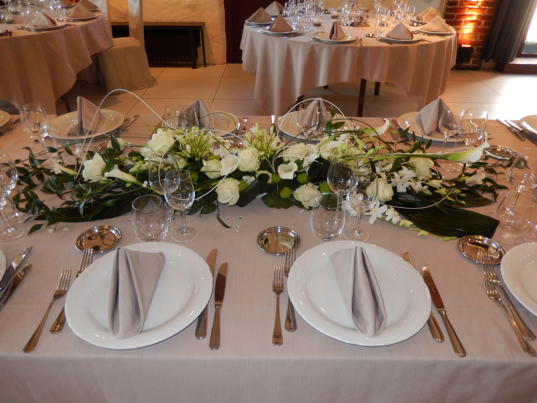 centre de table pour la table d 39 honneur fleurs. Black Bedroom Furniture Sets. Home Design Ideas