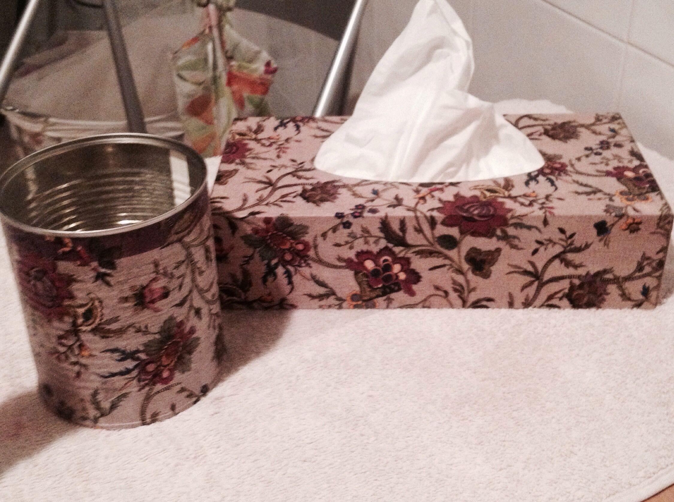 Caja de pañuelo y bote decopauge con servilletas
