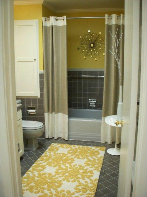 Badezimmer mit eleganten Vorhängen und Deko - Element an ser Wand - vorhänge für badezimmer