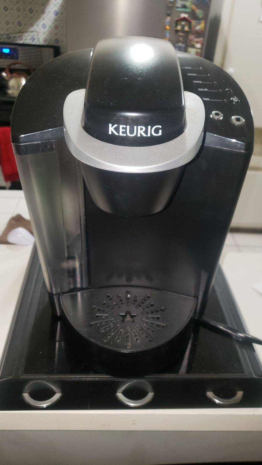 Hardly used. Comes with k cups holder Keurig coffee, Keurig