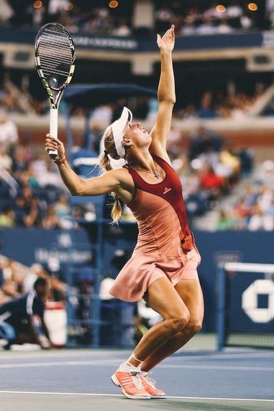 Caroline Wozniacki - Great shot of the coil before the body rises and racket swings forward...